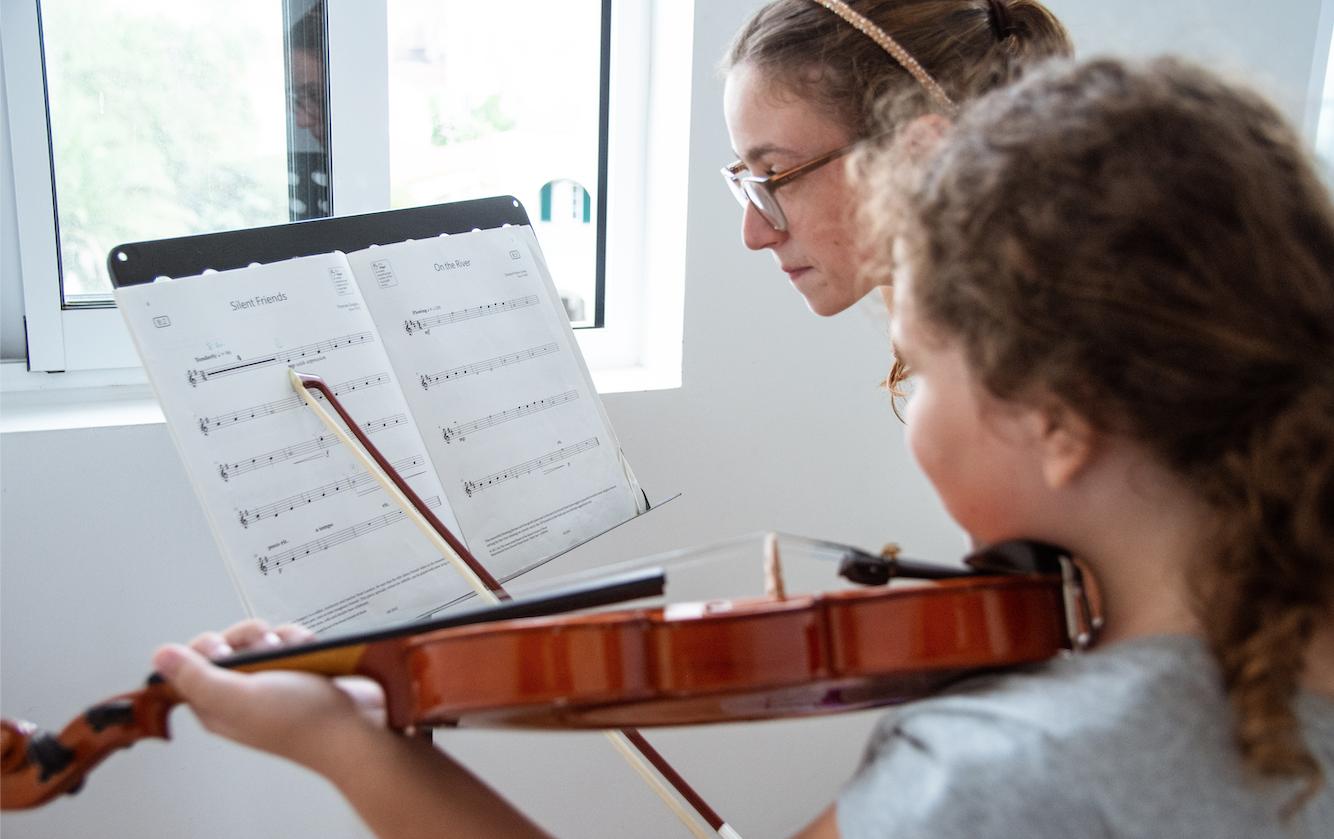Children play violin